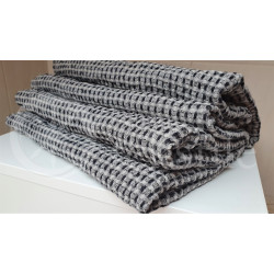 Half-linen bath towel with black and white squares