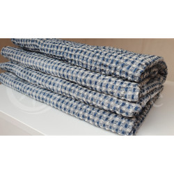 Half-linen bath towel with blue and white squares