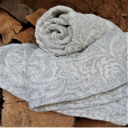 Half-linen bath towel with floral patterns