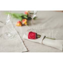Linen napkins with roses