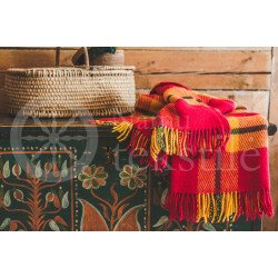 "Wool blanket with fringes ,,Saulė"" red"